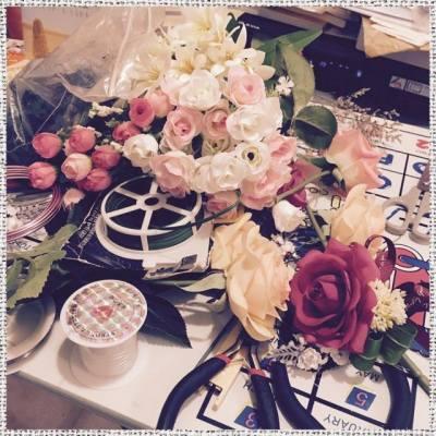 【工廠女工mode】 年尾結婚旺季,提早開始完成咗啲絲花部份先~ 但羽毛球男單好緊張! 工廠都要稍為停工一下先!  Many weddings in coming months, so we start making silk flower product. But the Olympic Games is soooo exciting that the factory should shut down for a while!  #florist #floristhk #wedding #weddinghk #bride #bouquet #corsage #weddingESD #silk #flower #MistyGardenHK