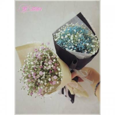 【韓系小花束】 而家咩都興韓系,韓風~ 花束當然都要做細細束,手掌大o既先時尚啦~ 用滿天星做仲可以風乾永久保存添~ :)  This kind of Korean style tiny bouquet is gaining popularity. These bouquets are made with baby's breath, which can be kept for a lifetime! 🎍  ============== For order, please PM my FB page. FB page: http://goo.gl/r219Hu Email: pansychangchl@hotmail.com  #MistyGardenHK #florist #floristHK #babysbreath #flower #bouquet #gift #Koreanstyle #Korea #weddingESD#hkig #iger #花店 #花束 #韓系 #小花束 #送禮