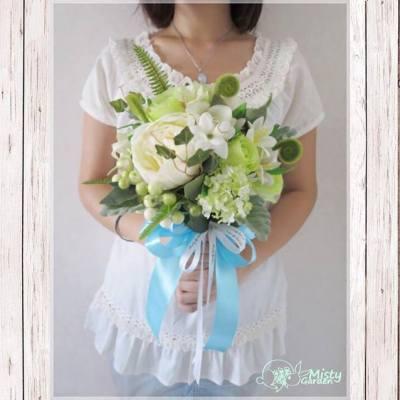 自從介紹過絲花花球後~ 有好多準新娘都搵我哋做絲花球呢~ 🌱 當中好喜歡呢個綠白系o既花球~ 好多不同草葉飛散,好有田園感覺~ 💚  After promoting silk flower bouquet, we received some orders for wedding bouquet. This is a garden-style green and white bouquet that we love a lot. 🍀  ============== For order, please PM my FB page. FB page: http://goo.gl/r219Hu email: pansychangchl@hotmail.com  #MistyGardenHK #florist #floristHK #peony #green #foliage #garden #flower #bouquet #ESDwedding#wedding #weddingHK#hkig #iger #花店 #花球 #花束 #結婚#牡丹