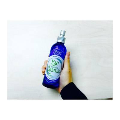 每天都要用的花水,天然的味道天然的功效。 哈哈jasmine開中我胃口😉 #kisby #christianlenart #floral #water #toner #beauty #jasmine #smell #dailyroutine #skincare #hkig  #girl #france #beautyfullife #cosmetic