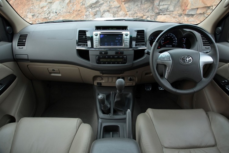 toyota-fortuner-interior