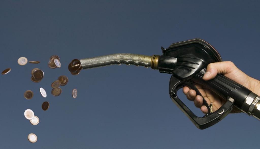 Membersihkan Motor dengan bahan bakar