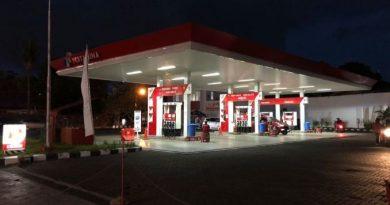 keuntungan isi bensin malam hari