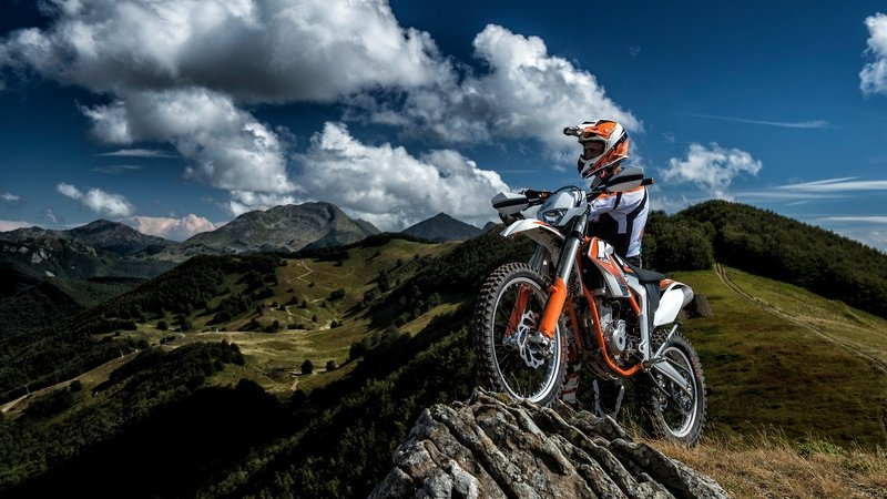 Berpetualang Dengan motor Trail Idaman