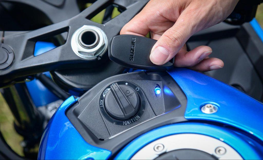 Fitur Keyless yang disematkan Pada Suzuki GSX-R150