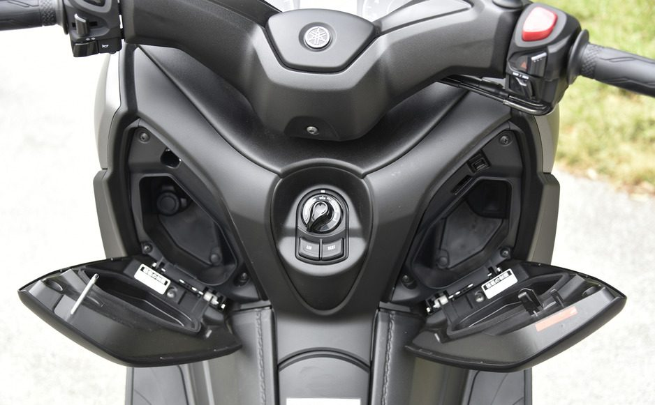 review yamaha xmax