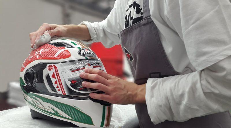 cara membersihkan helm yang benar