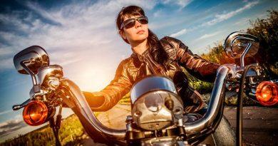 Wanita Wajib Tau, Begini Cara Mudah Berkendara Aman Dengan Motor