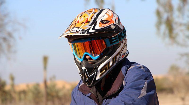 memilih helm sesuai motor