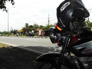 cara menyimpan helm yang benar