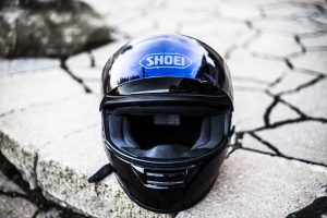 merawat helm agar tidak bau