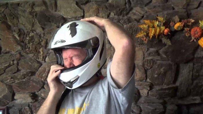 Beli Helm Online, Memastikan Kekencangan penahan kaca helm