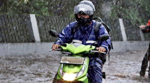 merawat jas hujan