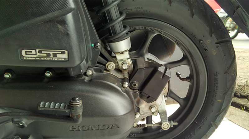 Cek Tekanan Angin Ban Motor