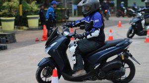 yamaha-gelar-latihan-safety-riding-bareng-yra