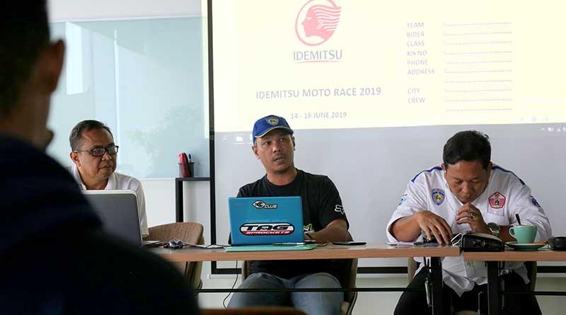 Hendri Novianto (tengah) jelaskan kalau event