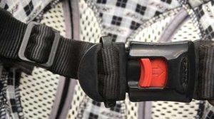 Memastikan Kuncian Pad Helm