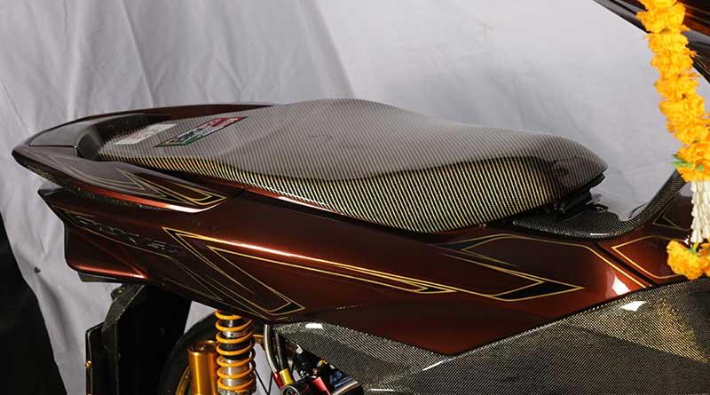 Karbon kevlar berkesan elegan