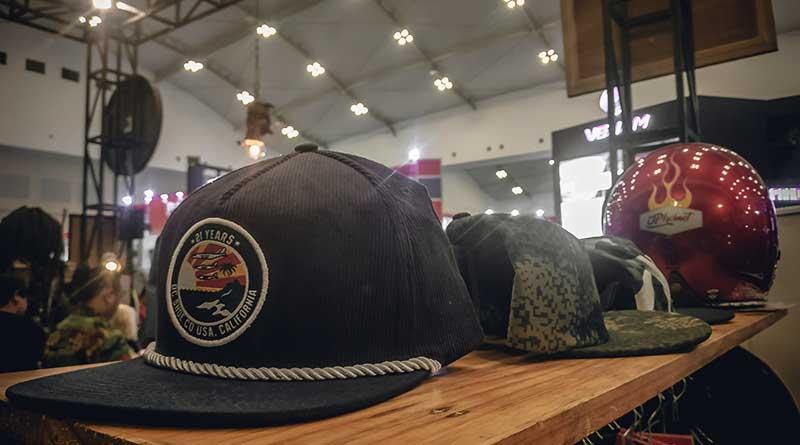 Booth topi dan helm