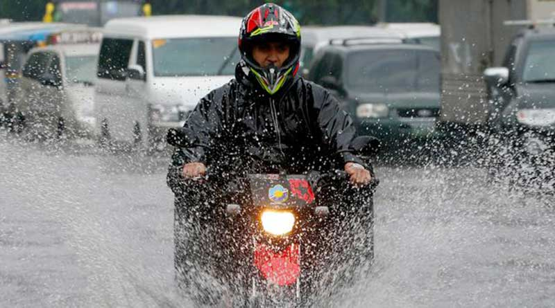 terhindar-dari-basah-saat-hujan?-wajib-bawa-perlengkapan-ini
