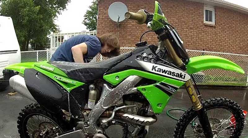 Cara Membersihkan Baret Bersihkan Motor Dari Kotoran