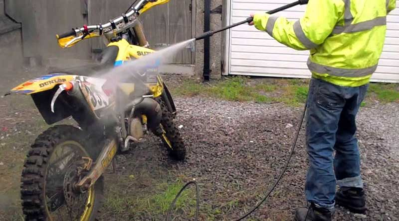 Cara Mencuci Motor