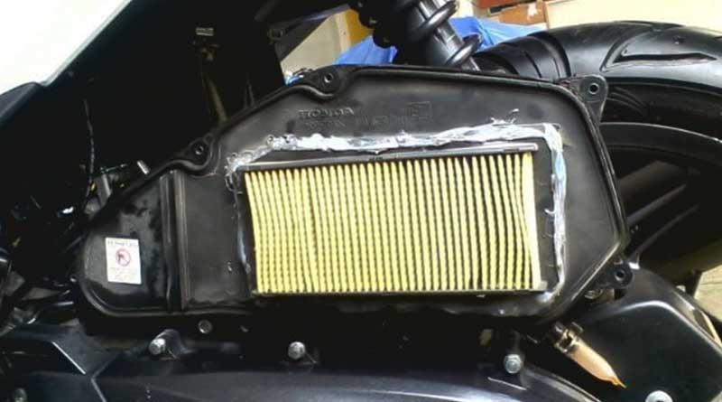 Cek secara berkala filter udara motor matic