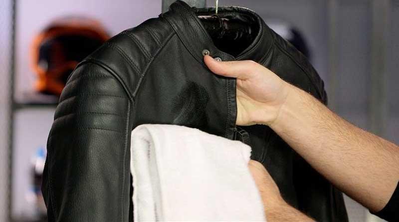 Segeralah cuci jaket setelah dipakai