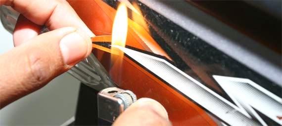 Panaskan Bagian Stiker Motor