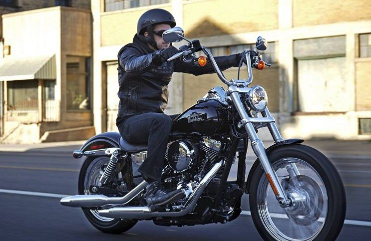 Cara Mengendarai Motor Harley Davidson Perhatikan posisi duduk