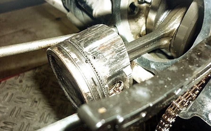 piston motor rusak