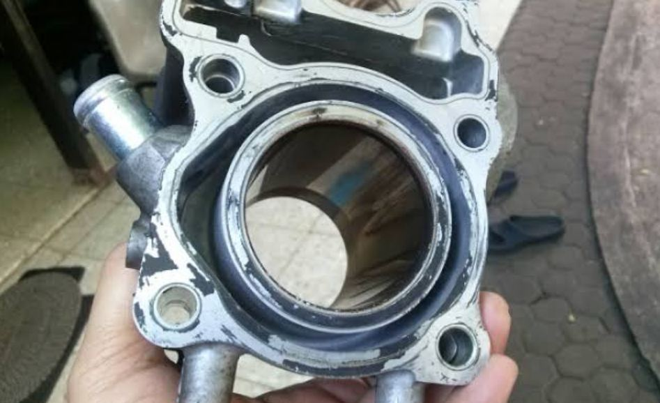 Penyebab Motor Ngebul Asap Putih Silinder Motor
