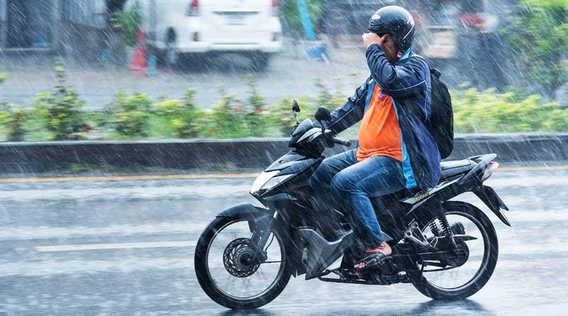 tips-berkendara-motor-saat-musim-hujan-utamakan-safety
