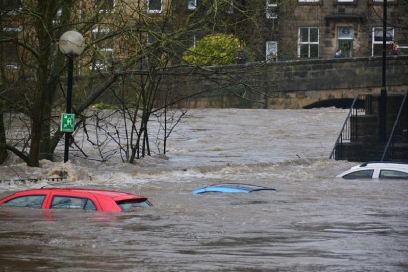 biaya perbaikan mobil terendam banjir