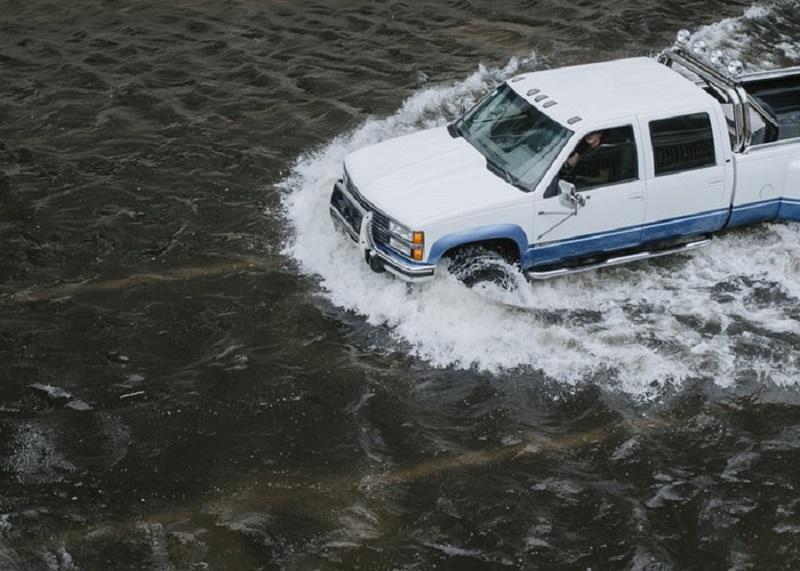 biaya perbaikan mobil terkena banjir