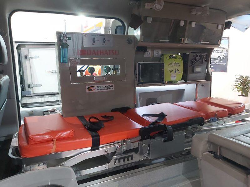 Daihatsu Luxio Ambulans dilengkapi dengan perangkat medis