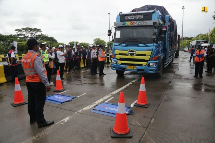 Kendaraan kelebihan muatan dilarang melintas Tol Tanjung Priok hingga Bandung
