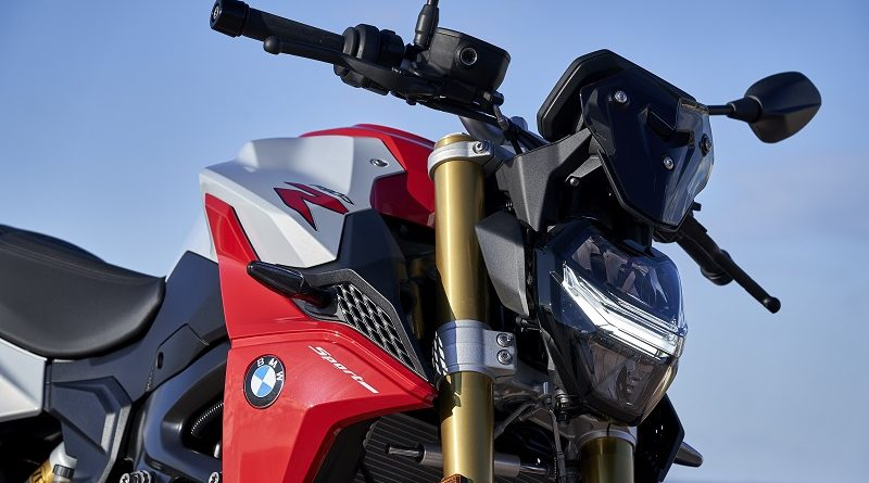 spesifikasi bmw f900r