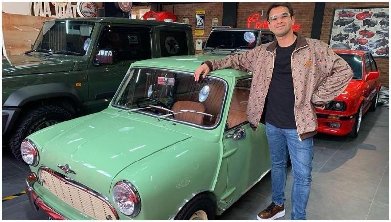 Raffi Ahmad bersama Morris Mini Cooper Mk1 barunya