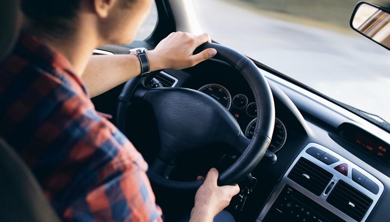 cara mengendarai mobil matik
