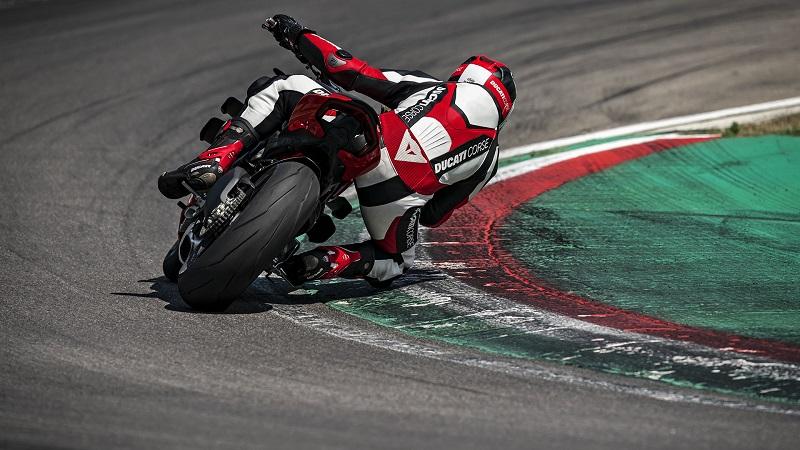 Ducati Streetfighter V4 01
