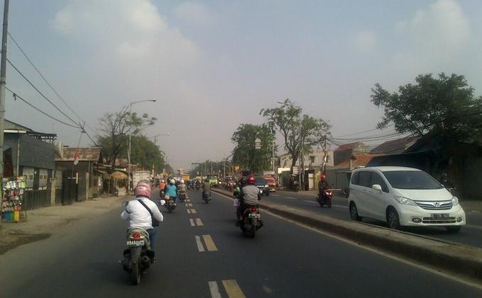 Jalan raya Bekasi