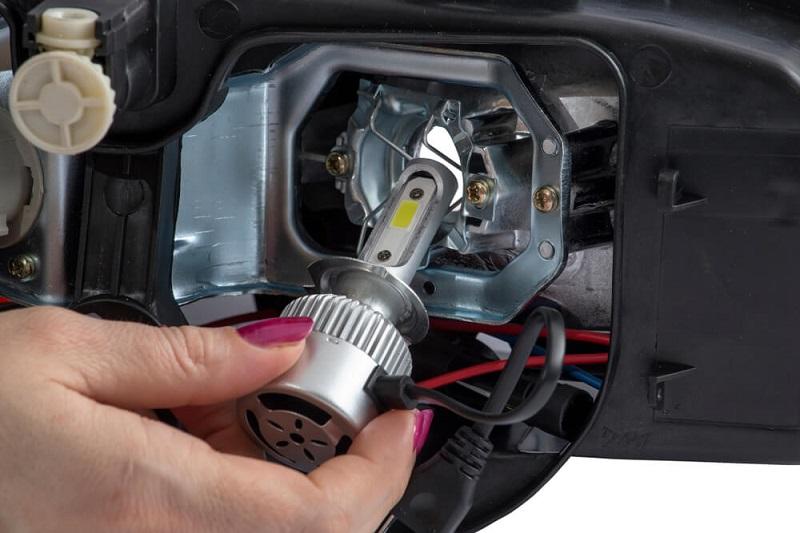 Sistem penerangan sepeda motor dilengkapi lampu high beam dan low beam