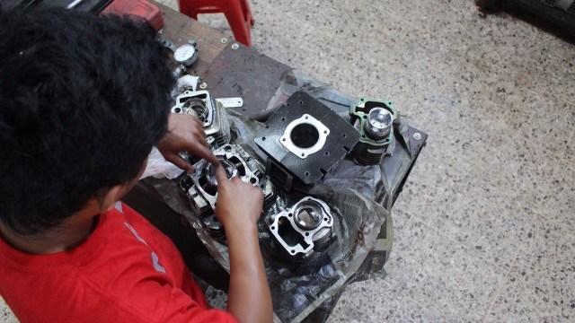 Kursus mekanik motor belajar mengenai mesin
