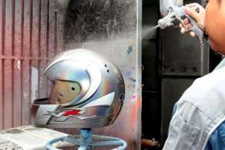 pengecatan helm