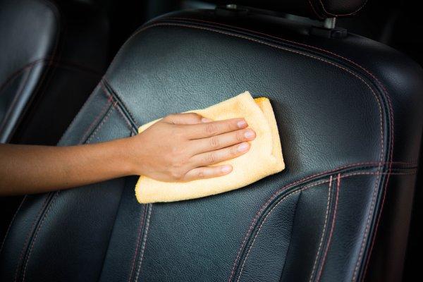 Cuci jok mobil berbahan kulit