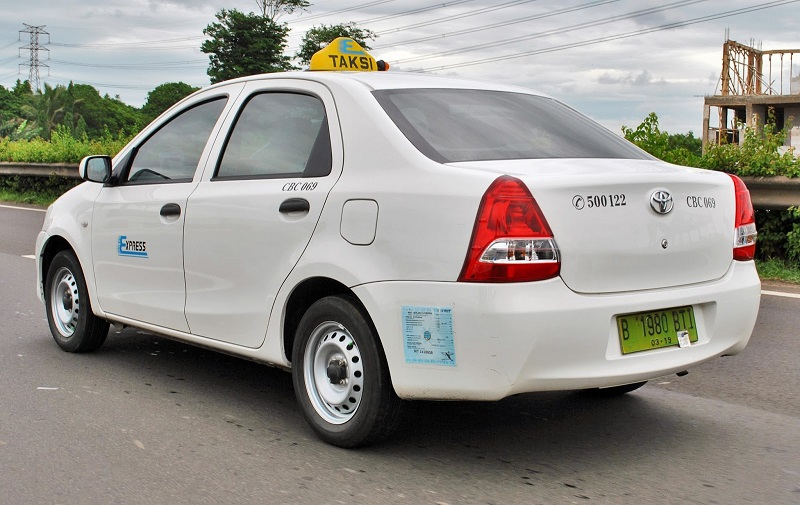 mobil bekas taksi