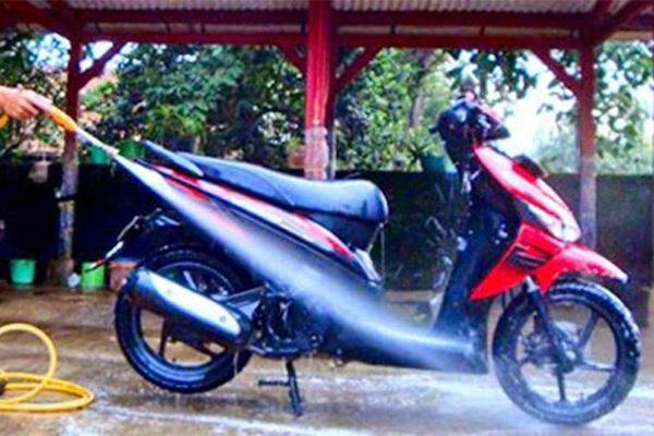 Cuci motor secara rutin