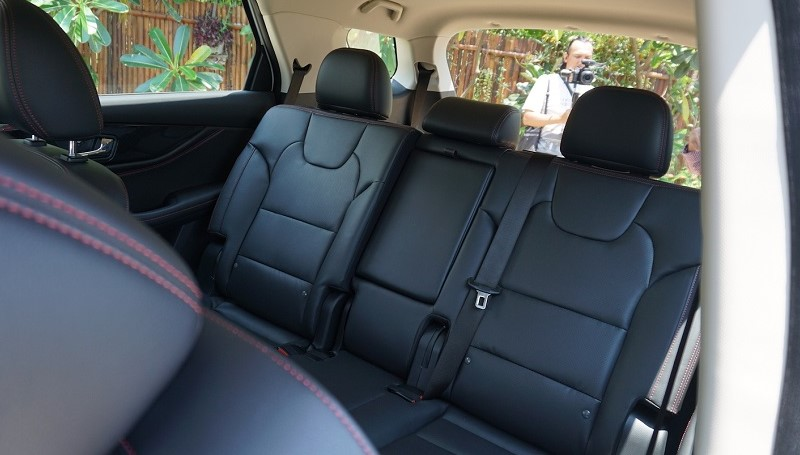 Hindari Jamur Berkembang di Jok Mobil