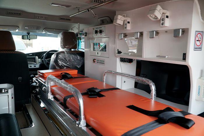 Perlengkapan medis di Kijang Innova Ambulans